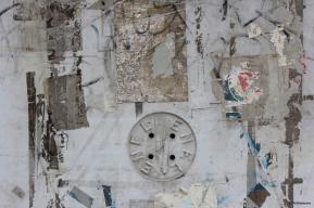 Hommage à Rauschenberg (12 mai 2013) - Tags et autocollants vus sur un mur en Italie et qui, avec le bon cadrage, semblent être le résultat d'une intention artistique...