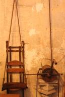 Coulisses (18 août 2013) - Une photo sobre, aux couleurs homogènes, l'accent mis sur les textures et les lignes, comme souvent, pour une photo prise derrière l'orgue d'une église.