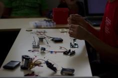 """Nicolas Thiéry, atelier """"Apprendre à fabriquer un robot"""""""