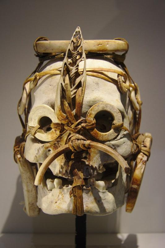 Crâne décoré, Îles Salomon, Océanie, vers 1900