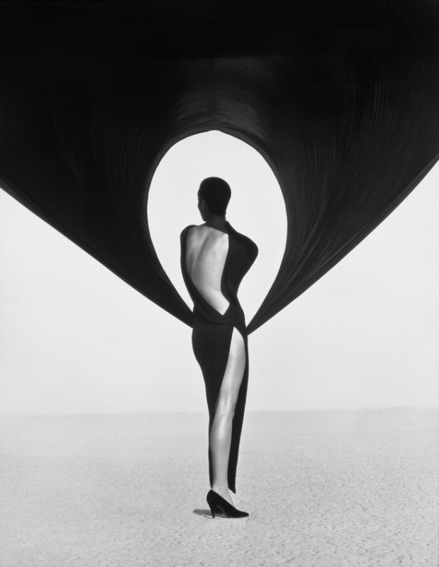 Herb Ritts, Versace black dress el Mirage, 1990