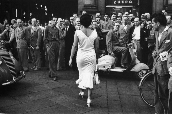 Mario de Biasi, Gli Italiani si voltano, 1954